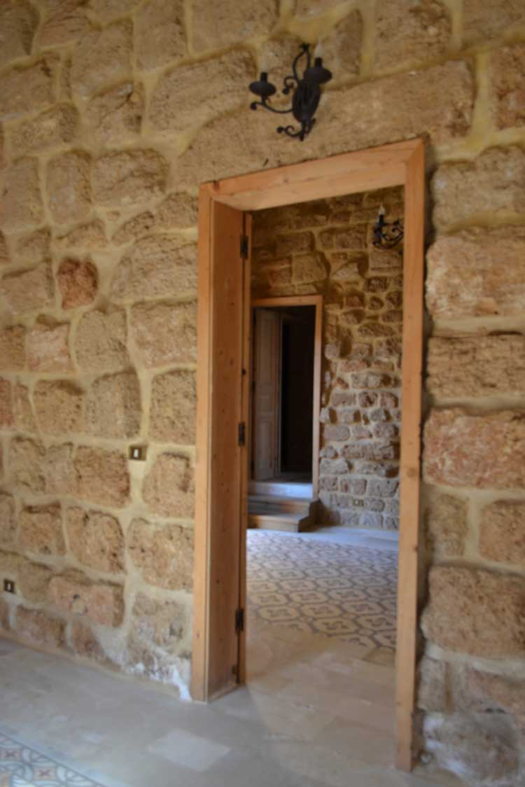 Rl 1367 old traditional house for sale in batroun batroun for Old traditional houses