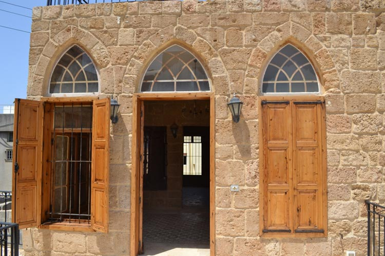 Rl 1367 old traditional house for sale in batroun batroun for Old home interior pictures for sale